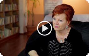 Pracovníčka sociálnej poisťovne hovorí o domáckej atmosfére v dome seniorov Karolína.